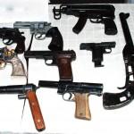 Oružani listovi prestali da važe, novine u držanju trofejnog oružja