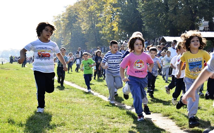 Photo of Više od 3.000 mališana trčalo na jesenjem krosu na Keju pored Nišave
