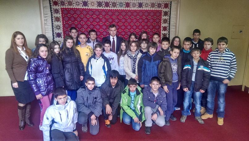 Photo of Učenici obišli opštinu Pirot
