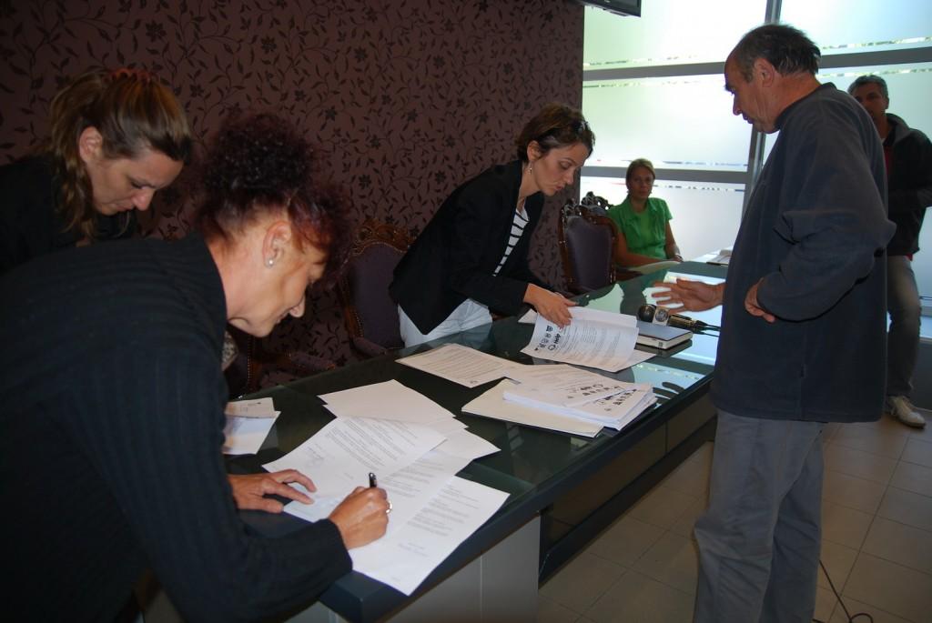 budući preduzetnici potpisali ugovore sa helpom