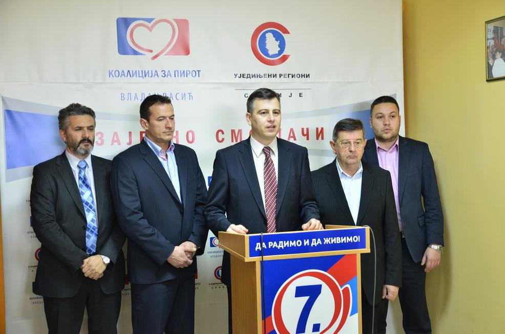 Vasić sa svojim saradnicima