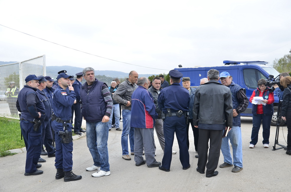 "Photo of Meštani Belog Polja danas blokirali ulaz u fabriku ""Biogor"""
