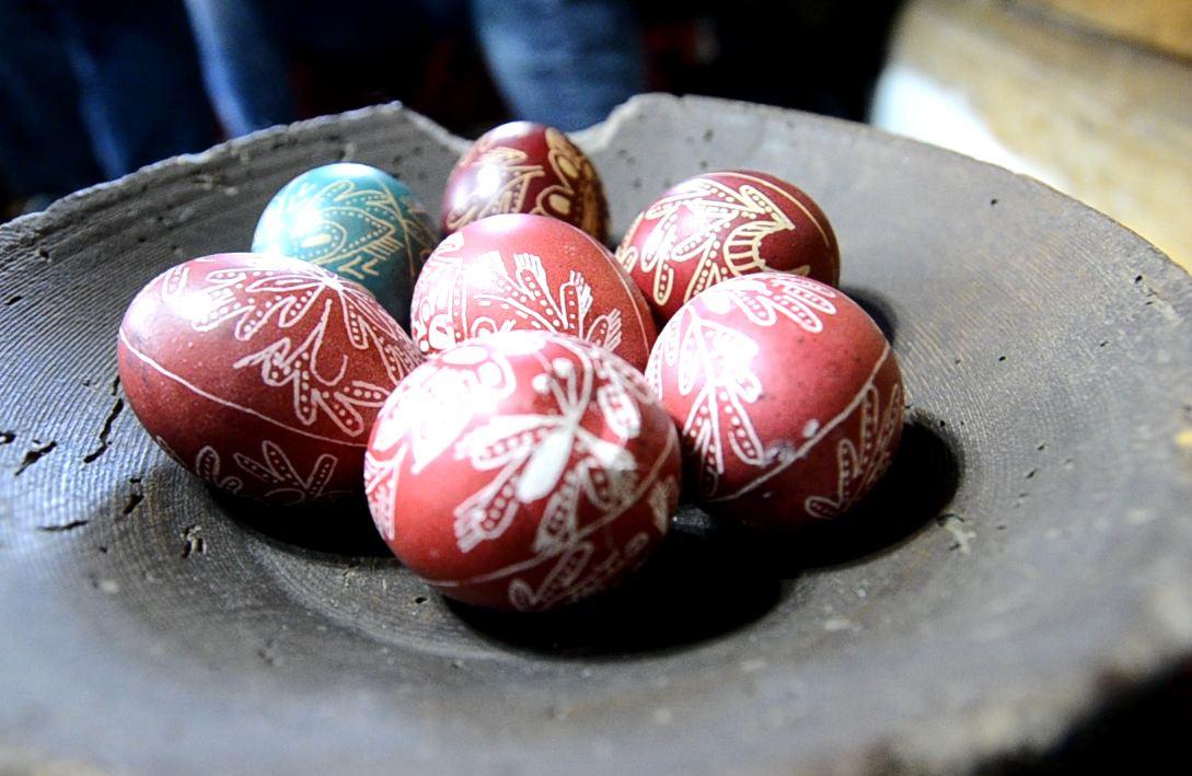 Photo of Piroćanka sačuvala od zaboravala drevnu metodu ukrašavanja jaja