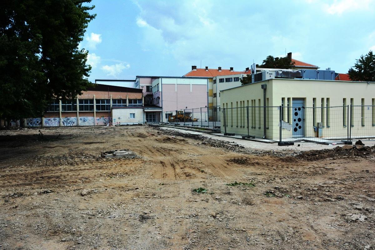 """Photo of U toku rekonstrukcija dvorišta škole """"Vuk Karadžić"""""""
