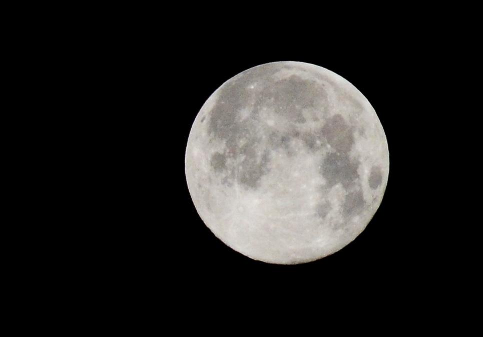 super mesec pirot