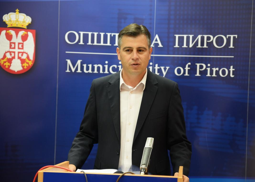 Photo of Vasić: Na muci radnika ne treba ubirati političke poene