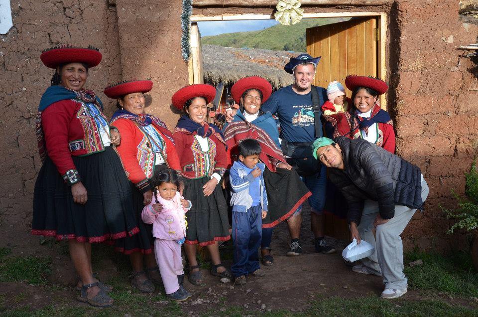 Ivan Mančić sa stanovnicima Perua