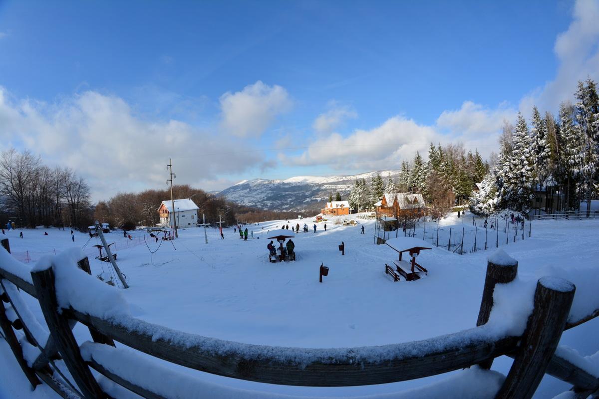 Photo of Gradsko skijalište primilo prve skijaše(FOTO)
