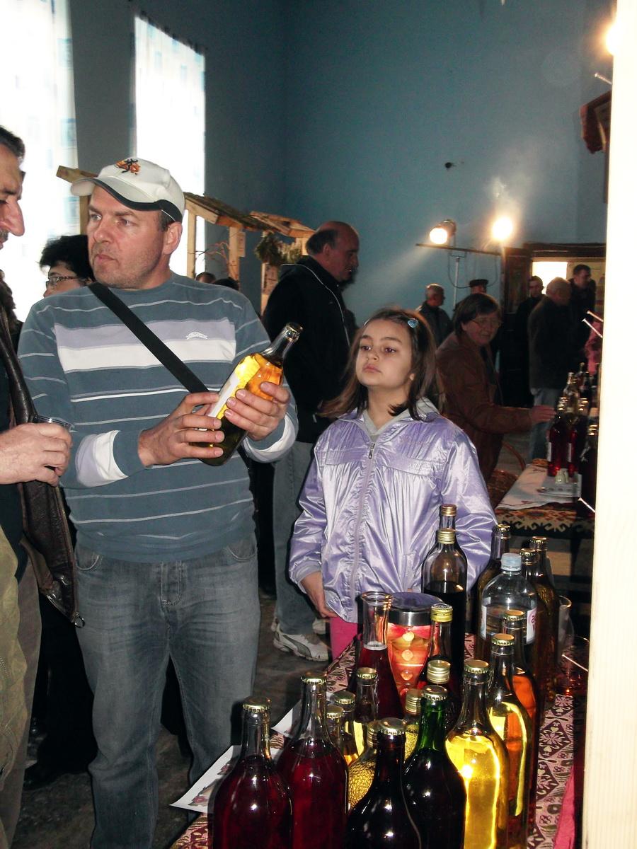 Photo of Izložba vina, rakije i starih jela u Izvoru