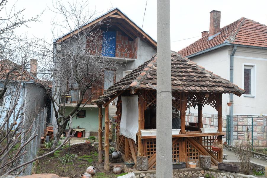 Photo of Bela Palanka: suprug ubijen, supruga pretučena