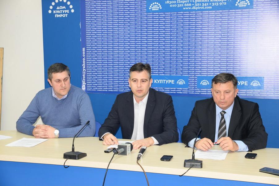 Photo of Vladajuća koalicija u Pirotu sve jača