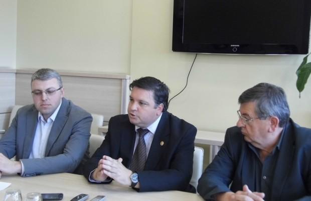 Dr Pesic, Popovic i Petrovic
