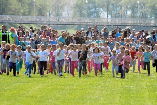 Photo of Više od 3.000 dece trčalo na prolećnom krosu *FOTO*