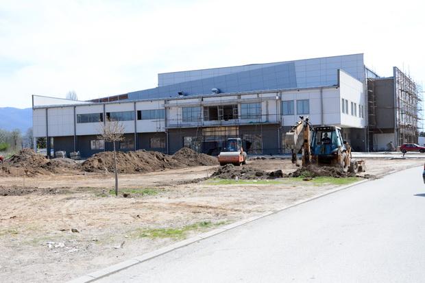 Photo of Foto vest: Uređenje prostora ispred zatvorenog bazena