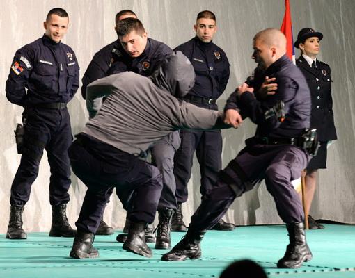 Photo of Pirotska policija na trgu u centru grada oganizuje pokaznu vežbu i prezentaciju opreme i tehnike