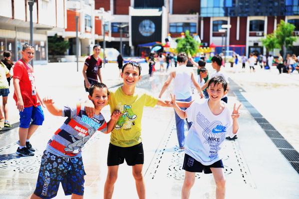 Photo of Uživanje u fontani za kraj školske godine(foto galerija)