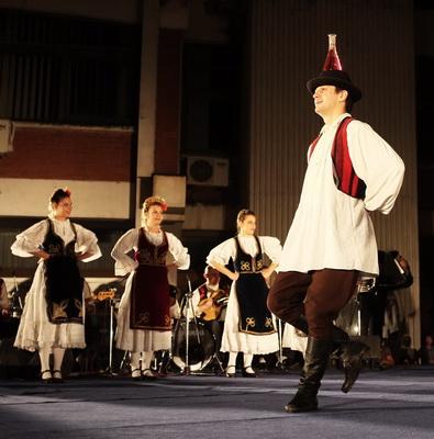 Photo of Večeras počinje praznik folklora u Pirotu – Uživajte u igrama Perua, Čilea, Poljske, Grčke, Bugarske