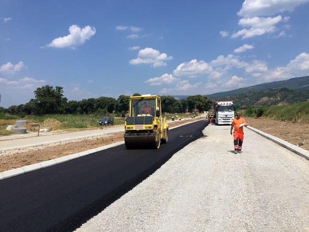 Photo of Asfaltiraju se pristupne saobraćajnice ka novom mostu