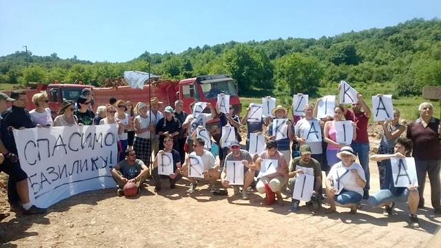 Photo of Protest protiv zatrpavanja bazilike