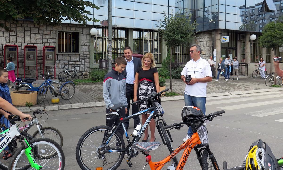 Photo of Siromašnoj deci i mališanima bez roditeljskog staranja na poklon bicikli
