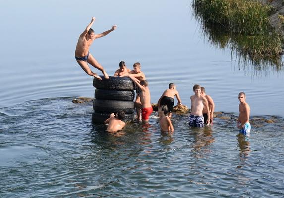 Photo of Kupanje u Nišavi-hit leta u Pirotu(Foto)