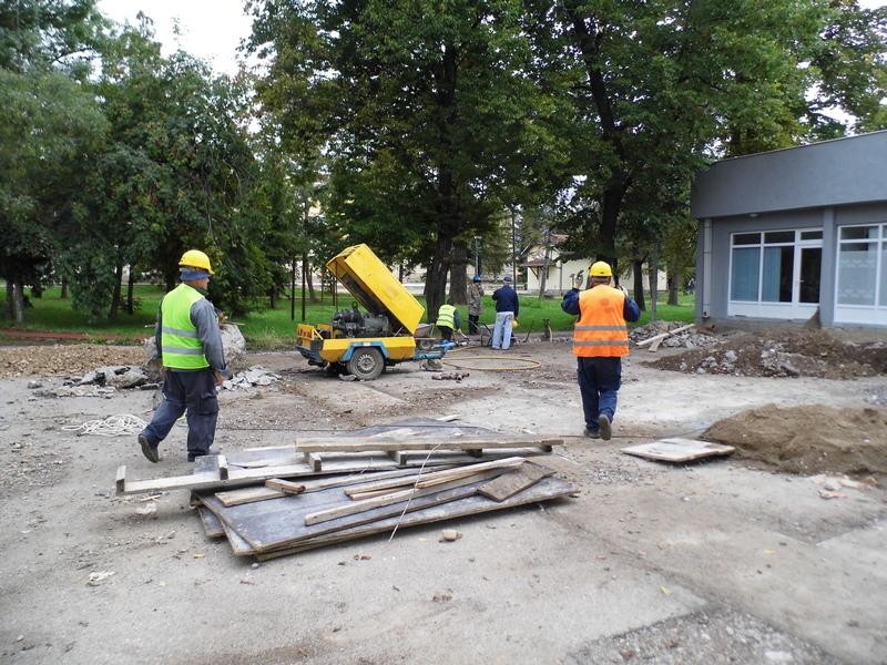 Photo of Direkcija:počeli radovi ispred Omladinskog