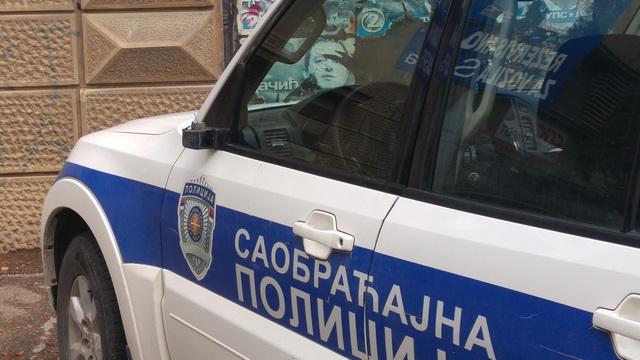 polomljeni retrovizori na policijskim automobilima_3