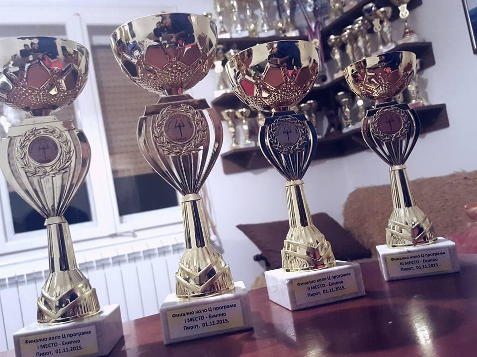 Photo of Četiri pehara i 14 medalja za pirotske gimnastičare