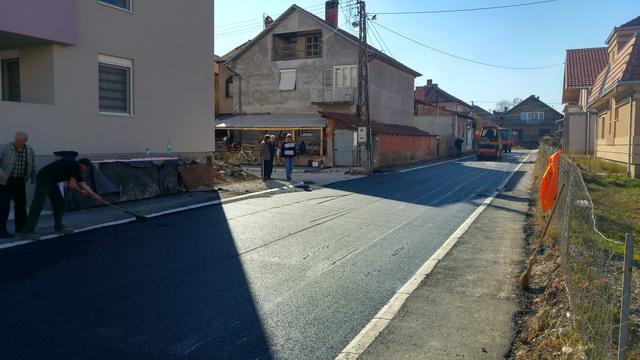 Photo of Asfaltirano 28 ulica, postavljeno 40.000 kvadrata asfalta