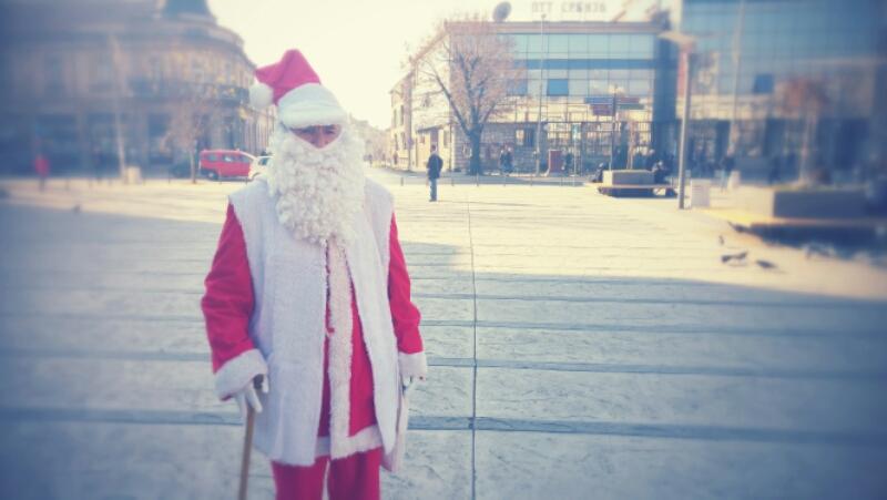 Photo of Pirotski Deda Mraz uveseljava generacije malih Piroćanaca
