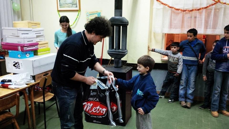 Photo of Deci u Strelcu poklonili toplu zimsku obuću