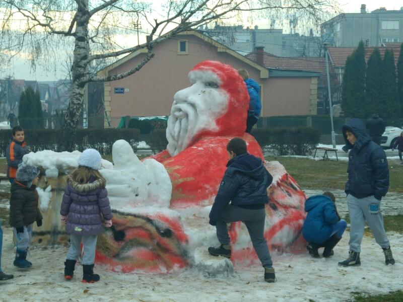 Photo of Ledeni Deda Mraz hit među pirotskim mališanima