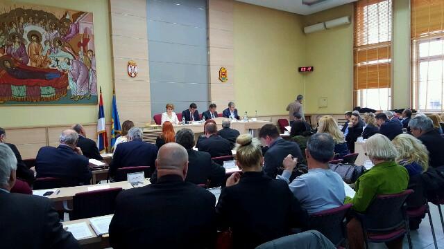 Photo of Petoro odbornika napustilo odborničku grupu SNS-a