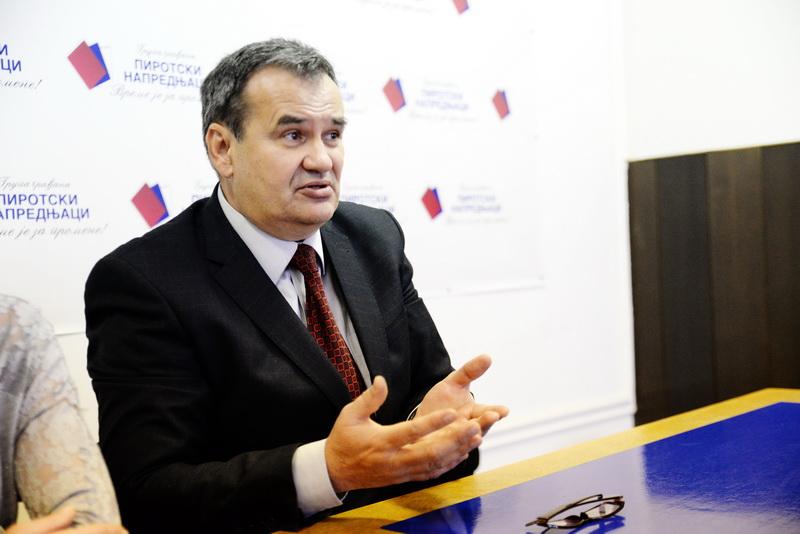 Photo of Na lokalu podržali Vasića, na republičkim Vučića