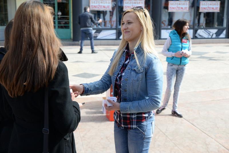 Photo of Socijalisti Piroćankama delili poklone na Dan žena