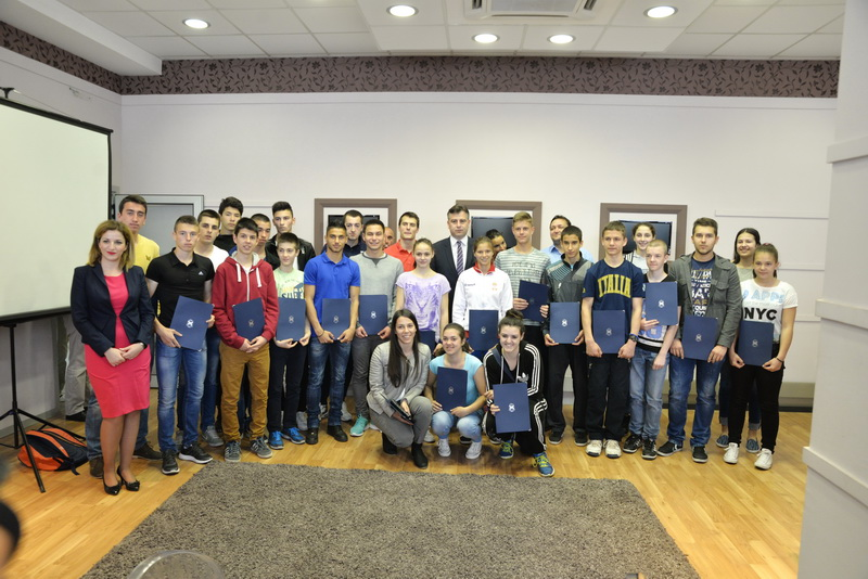Photo of Podeljene stipendije najuspešnijim sportistima