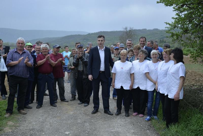 """Photo of Sređivanjem atarskog puta """"otvara"""" se 400 hektara oranica"""
