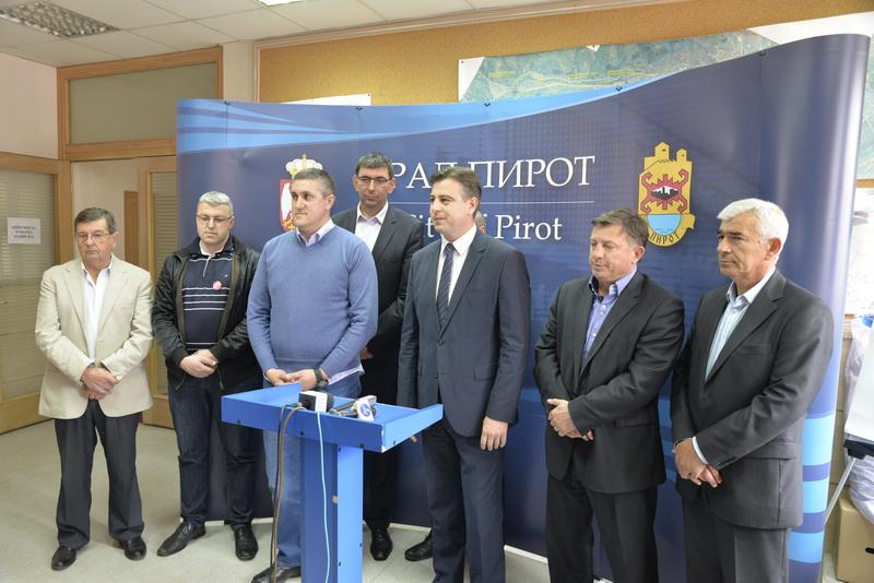 Photo of Počeli zvanični pregovori za formiranje skupštinske većine u Pirotu