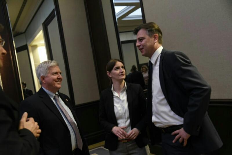 Photo of Vasić na radnom ručku sa ambasadorom Skatom