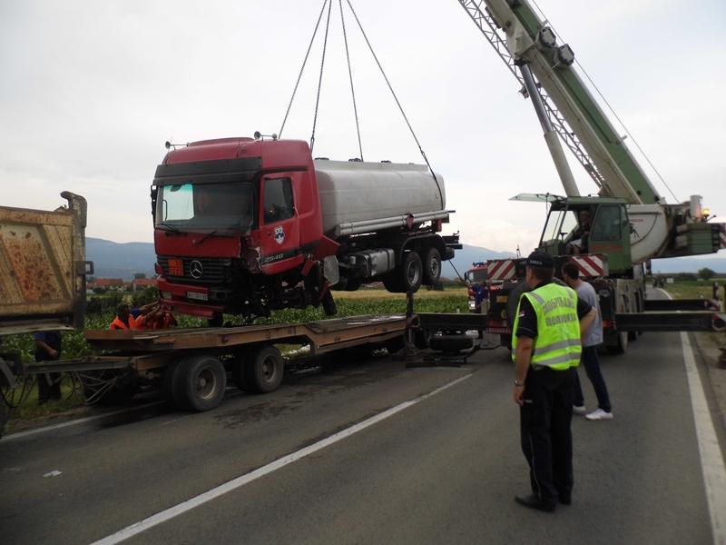 Photo of Teška saobraćajka, dvojica mrtvih, troje povređeno