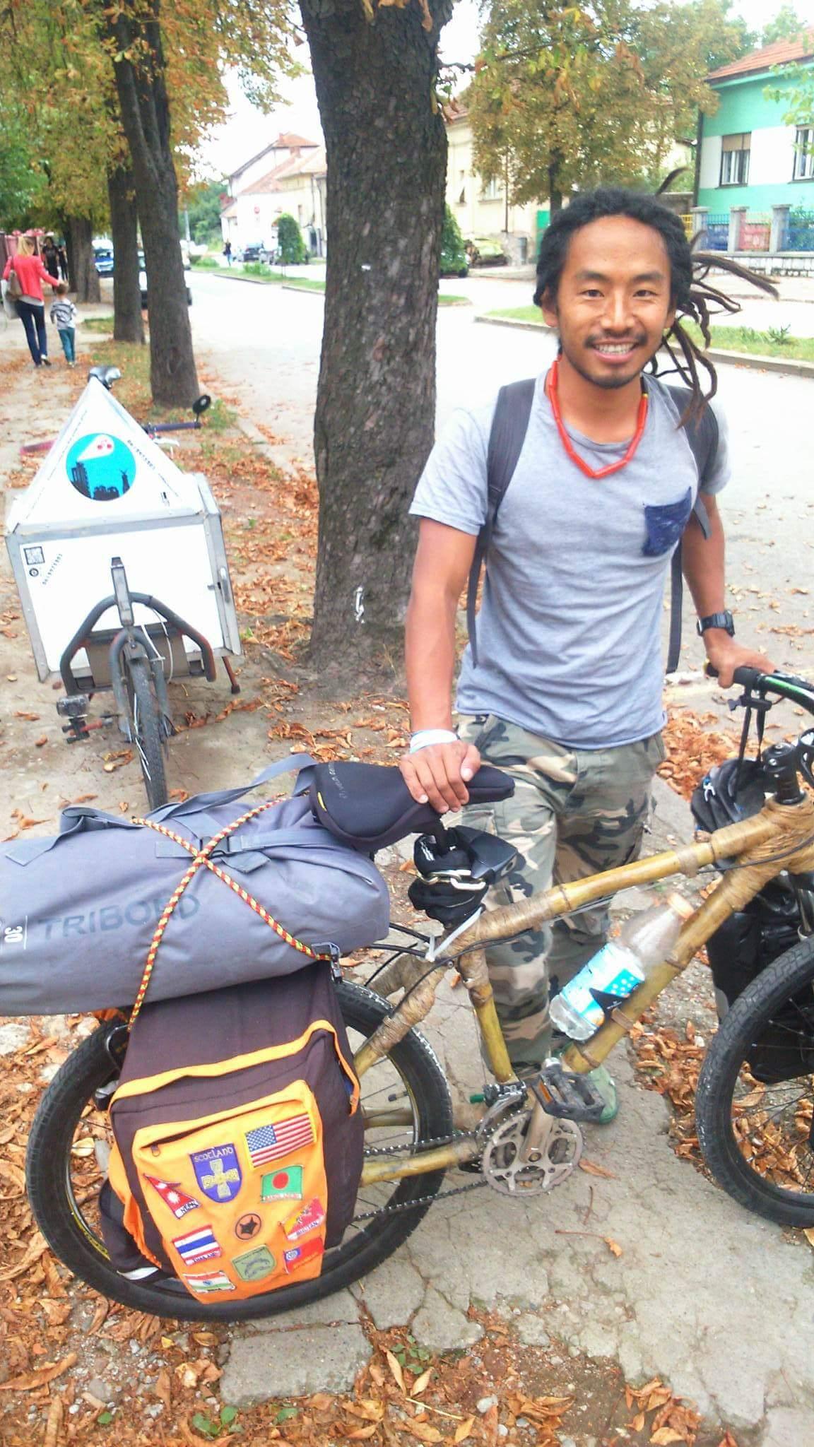 Photo of Na bicikli od bambusa krenuo na put oko sveta