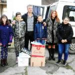 Odneli poklone deci u Strelcu