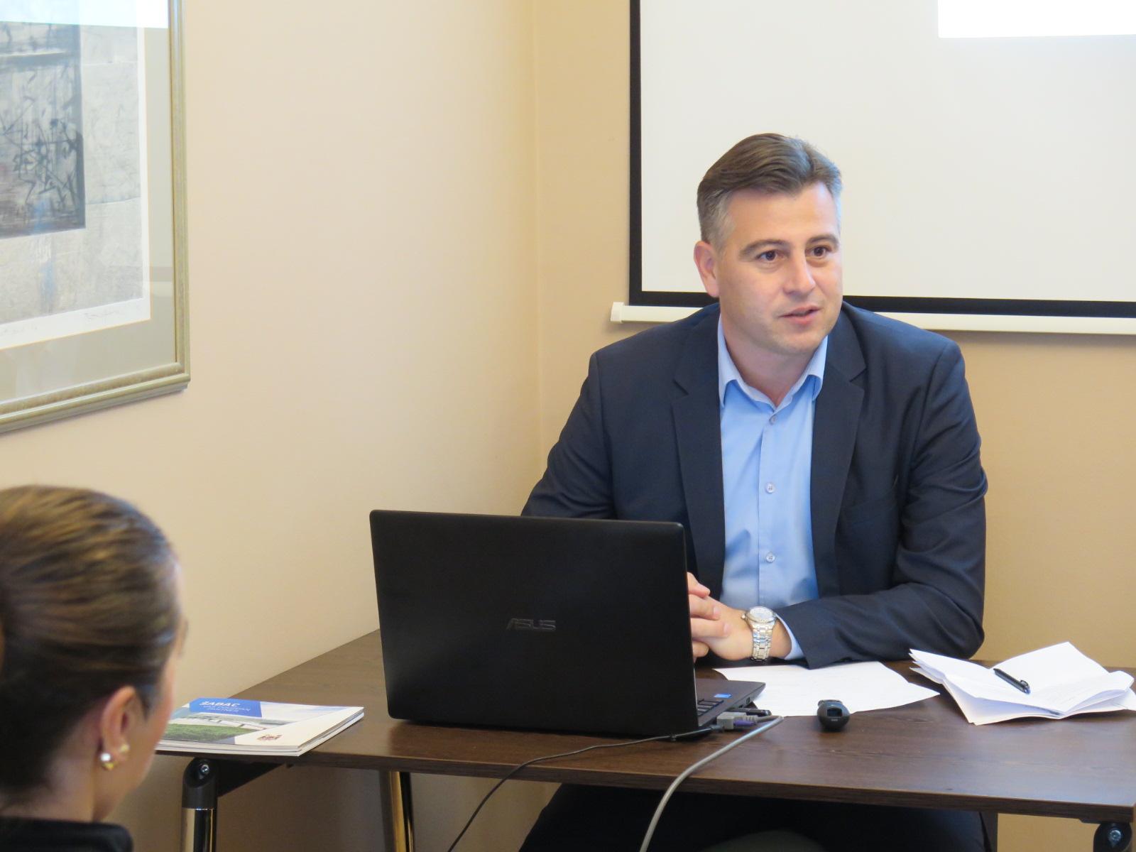 Photo of Vladan Vasić predavač na seminaru za novinare