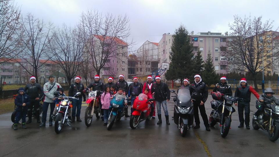 """Photo of """"Anđeli"""" podelili paketiće mališanima iz škole """"Mladost"""""""