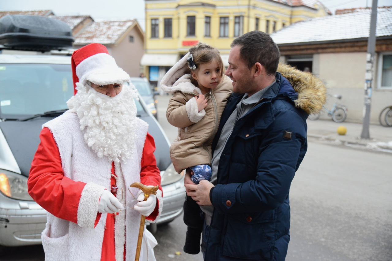 Photo of Stanko Deda Mraz – četiri decenije veseli pirotske mališane