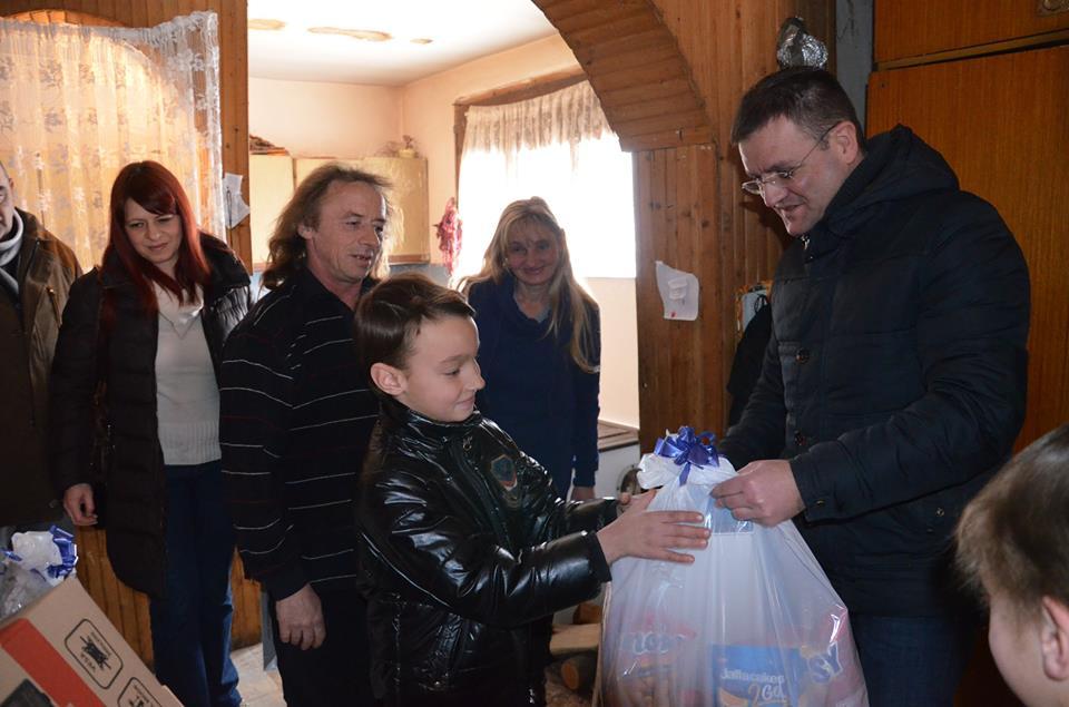 Photo of Pokloni socijalno ugroženima u Beloj Palanci