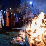 Paljenjem badnjaka i lomljenjem česnice obeleženo Badnje veče u Pirotu