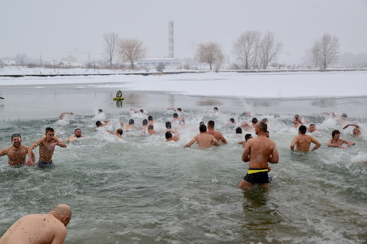 Photo of Plivanje za časni krst u petak na Kompenzacionom bazenu