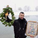 "Pirotski ""vitezovi vere"" plivali za Časni krst, ove godine prvi do krsta policajac Dejan Mijalković"