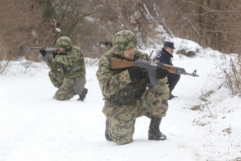 Photo of Pripadnici Vojske čuvaju granicu sa Bugarskom od ilegalaca (foto vest)